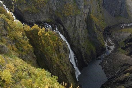 Improved living conditions for salmon by changing the water flow in Voringsfoss
