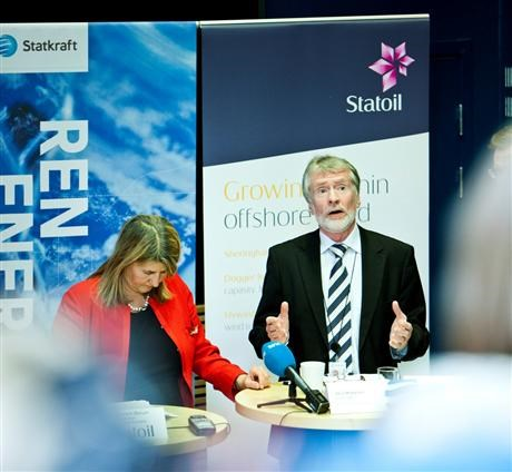 Margareth Ovrum and Bard Mikkelsen at press briefing