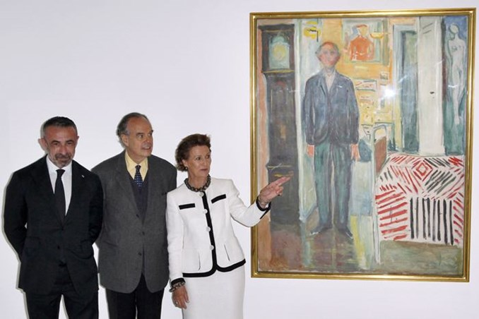 Queen Sonja and Frederic Mitterand and Alain Seban looking at the Edvard Munchs exhibition sponsored by Statkraft
